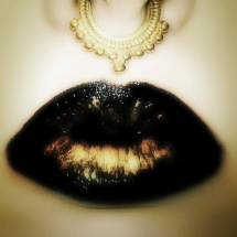 black-and-gold-ombre-lip